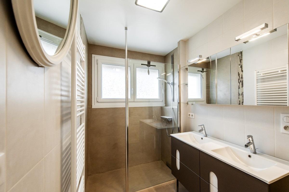 Salle de bains et cabinet de toilettes for Cabinet salle de bain