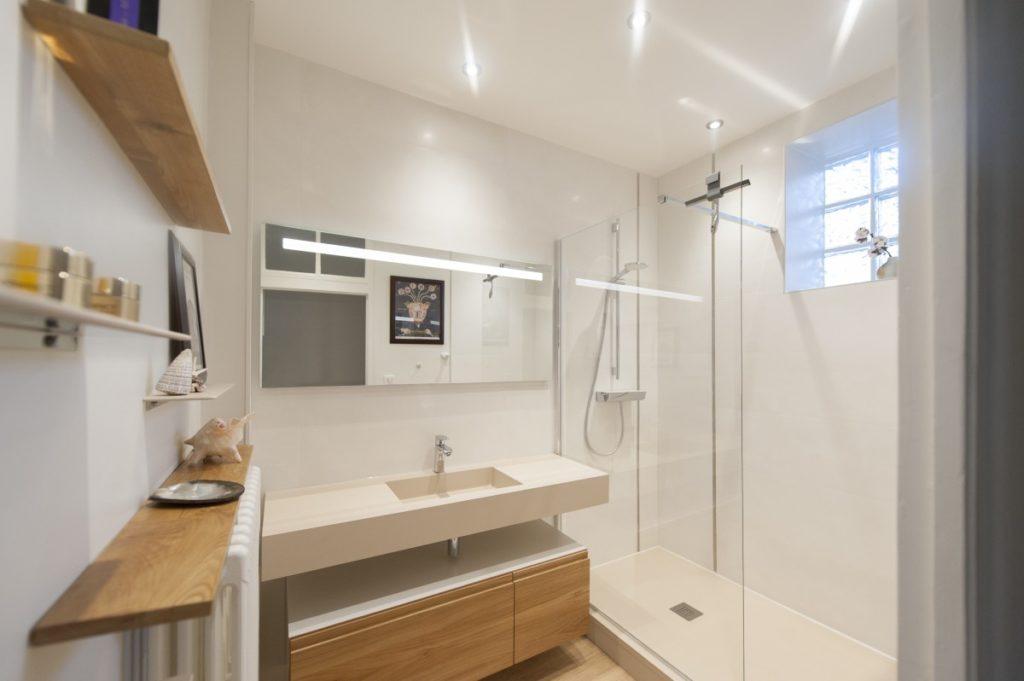 Salle de bain avec douche à l\'italienne - Modom