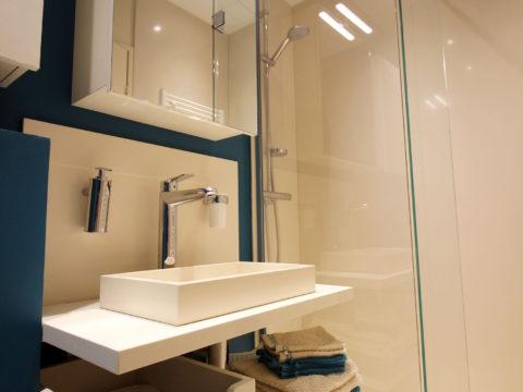 Salle de douche en silestone