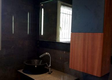Salle de bain double entrée